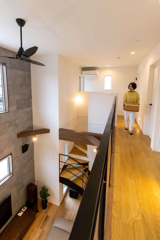 ユートピア建設【収納力、省エネ、間取り】高気密・高断熱の構造により、2階のホールに設置したエアコン1台で、一年中ほぼ一定の温度で快適に過ごせる