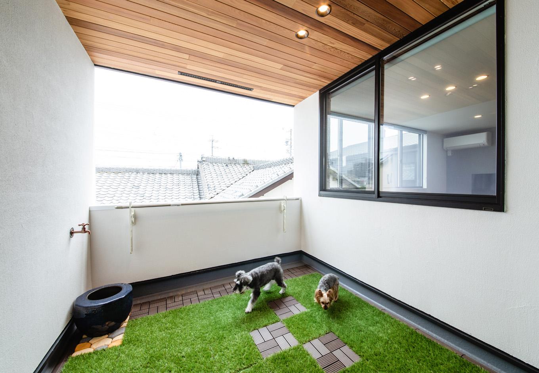 ハウスコネクト【デザイン住宅、収納力、間取り】2階のインナーテラスは、BBQをしたり、コーヒーを飲みながらボーっと空を眺めたり。将来的に、壁で囲んで子ども部屋にすることもできる