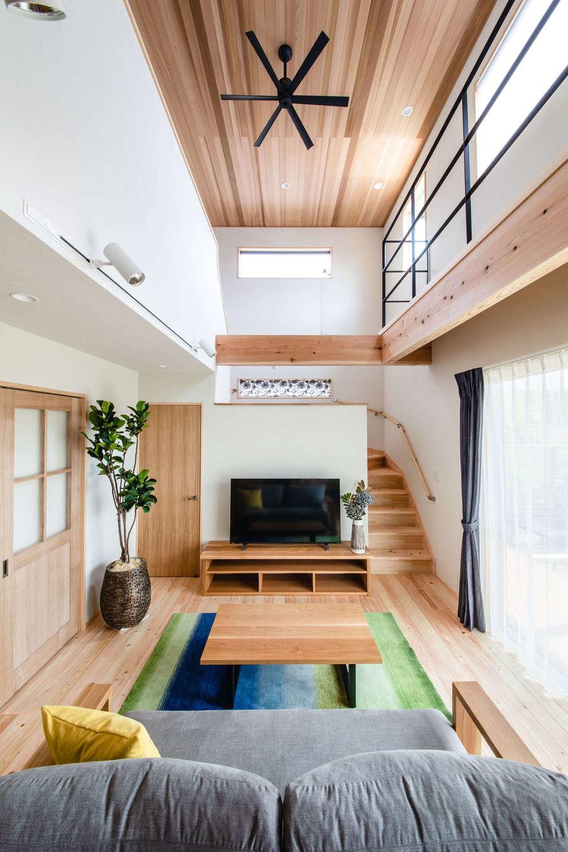 フジモクの家(富士木材)【富士市五貫島667-8・モデルハウス】木造軸組に高耐震で繰り返しの揺れにも強いコーチパネルを組み合わせた新工法を採用。大きな空間にも確かな安心が溶け込む。パネルは工場で精密に製作されるため、職人の技量次第だった品質が安定することも大きなメリット