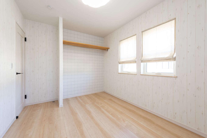 F.Bird HOUSE(袴田工務店)【静岡市葵区羽鳥3-7-36-1・モデルハウス】子ども部屋の収納は扉のないオープンなタイプ。自分できれいに片付ける習慣をつけ、部屋を広く見せる効果も