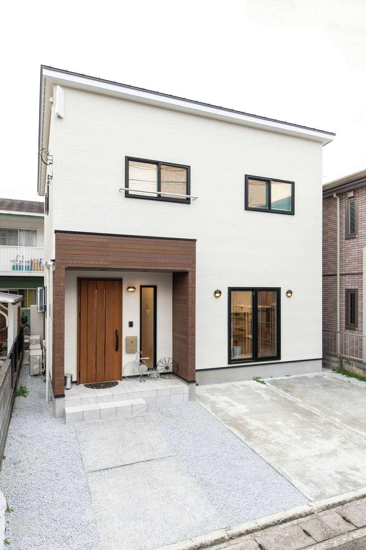 OWN RESORT HOME(オウンリゾートホーム)【1000万円台、デザイン住宅、インテリア】外観もシンプルに。古くからの家が多い閑静な住宅街にも、すっとなじむ。土地探しから関わってもらうことで、予算内で夢を叶えることができた
