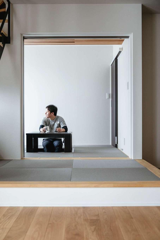 ワンズホーム【デザイン住宅、間取り、建築家】ご主人の趣味、麻雀用の和室を設計。LDKから移動できて、奥のドアから洗面やトイレにも行ける間取りに