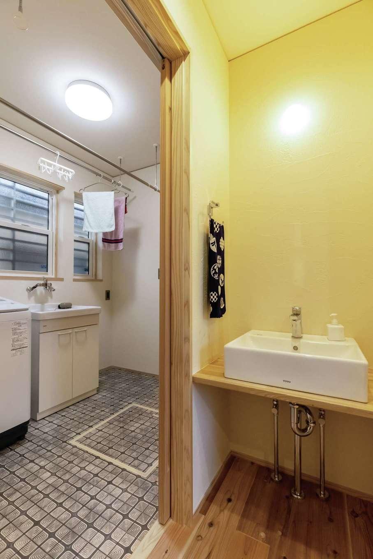 新栄住宅【和風、自然素材、間取り】洗面と脱衣室を分けていつでも使いやすく