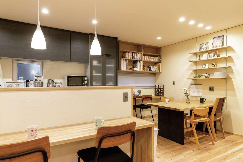 新栄住宅【和風、自然素材、間取り】カウンターや棚など、造作家具の仕上がりも秀逸