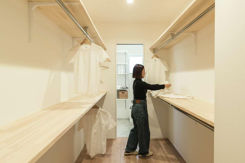 KureKen 榑林建設【デザイン住宅、省エネ、ガレージ】通り抜けできるファミリークローゼットを玄関とランドリールームの間に配置し、家事負担を軽減