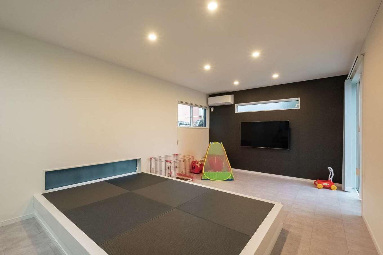 アフターホーム【1000万円台、デザイン住宅、間取り】部屋の端にあると、つい服や物を置きっぱなしになりがちな畳コーナー。C邸では真ん中に配したことで家族の憩いの場として有効に使えているそうだ