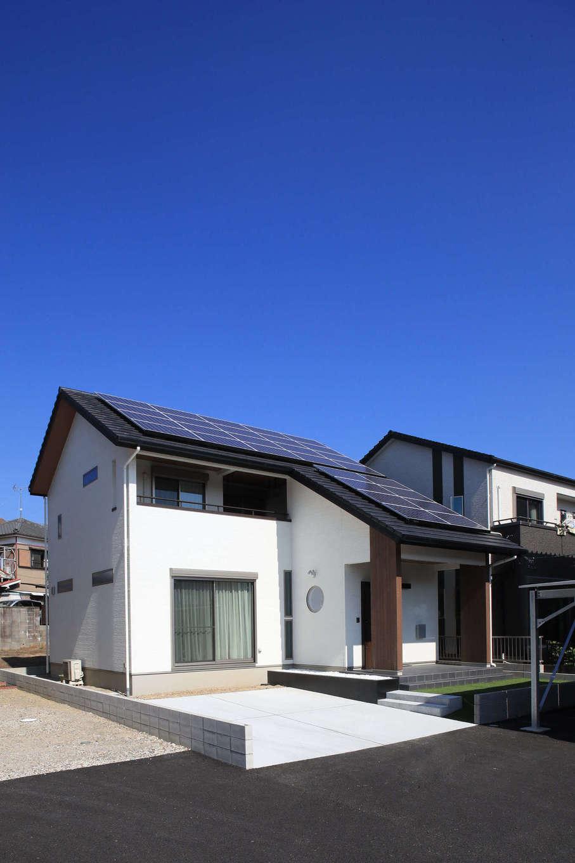 日本住建【デザイン住宅、和風、間取り】ウッドデッキまで、すっぽりと大屋根が覆う。2階にはプール遊びができるインナーバルコニーもあり、おうち時間を満喫できる