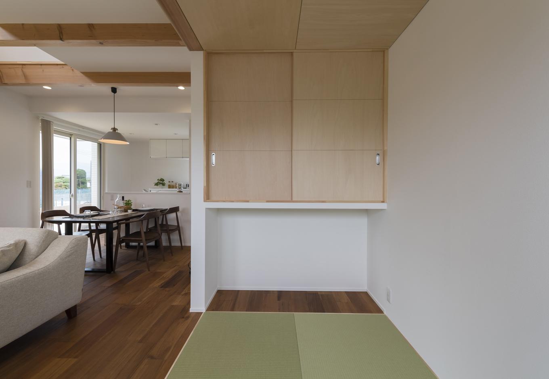 Um House(マル祐戸田建築)【Rational Box(ラショナル ボックス)】ベーシックプランには3畳の畳コーナー付き。子どもの遊び場やお昼寝の場所、家族でゴロンとくつろぐ場所として、フレキシブルに活躍