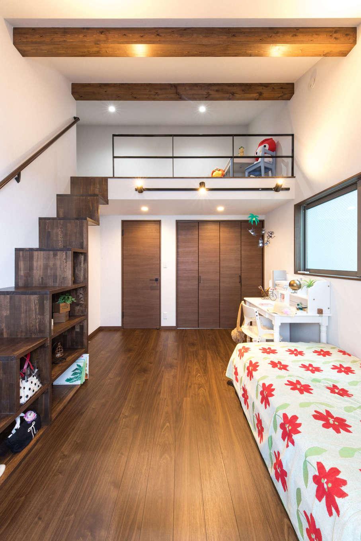建築システム(狭小住宅専門店)【1000万円台、狭小住宅、インテリア】子ども部屋には広々としたロフトも設けた。上り下りは収納家具も兼ねた階段で。大きなクローゼットも完備