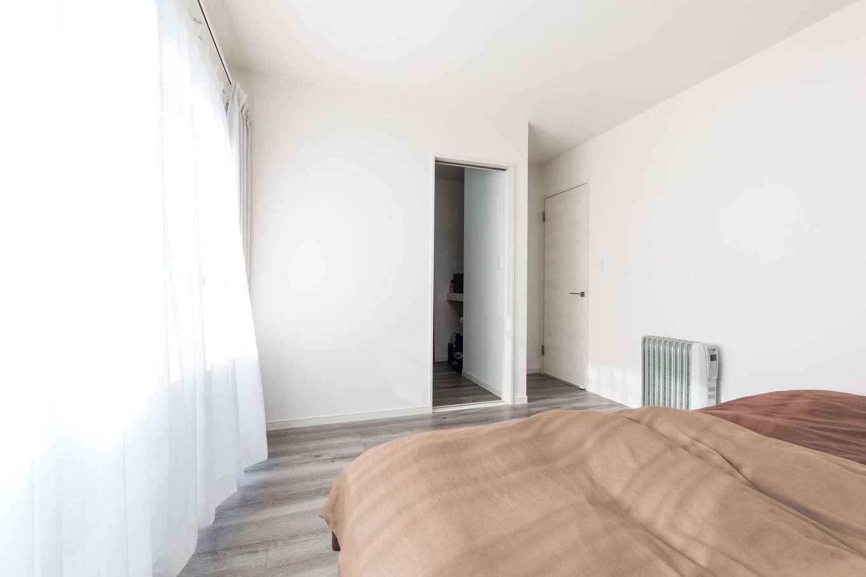 建築システム(狭小住宅専門店)【1000万円台、収納力、間取り】寝室には3畳のウォークインクローゼットを。個室の床材もLDKと同じもので、家全体に統一感を持たせた