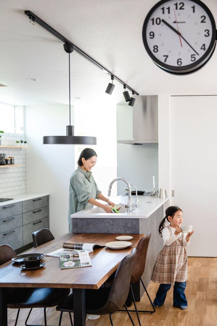 S.CONNECT(エスコネクト)【デザイン住宅、収納力、間取り】キッチンはパントリーをはじめ、デザイン性と収納力の両立にこだわった