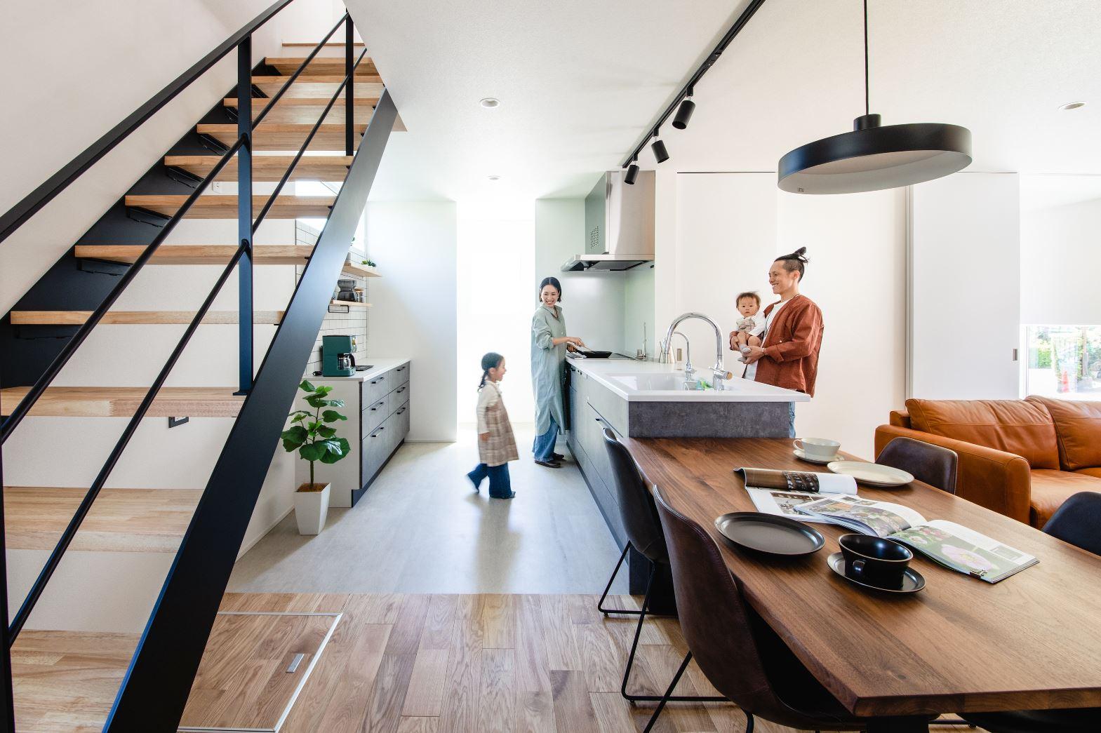 S.CONNECT(エスコネクト)【デザイン住宅、収納力、間取り】リビング階段で空間を有効活用。スケルトンにすることで視線が奥へと抜けていく