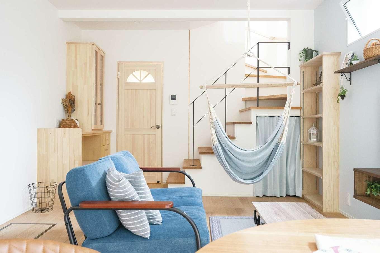 片川工務店【自然素材、狭小住宅、間取り】自然素材が心地よい室内には、ニッチや食器棚などMさん家族に合わせてつくられた造作が随所に