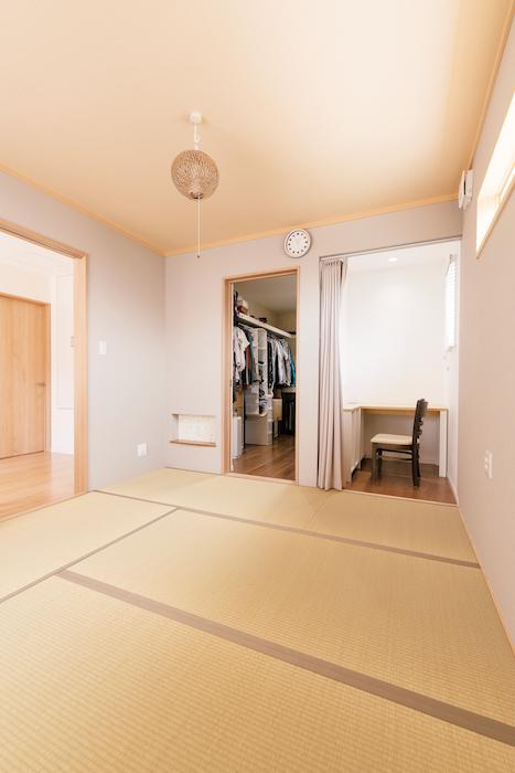橋本組 ~つむぐ家~【子育て、収納力、間取り】寝室には十分なスペースのウォークインと書斎が