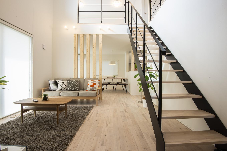 あめみや工務店【デザイン住宅、省エネ、インテリア】開放感たっぷりのLDK。空間が奥にも縦にも広がるので、実面積より広く感じられる