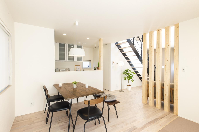 あめみや工務店【デザイン住宅、省エネ、インテリア】作業しながらも家の様子を把握することができるカウンターキッチンを採用