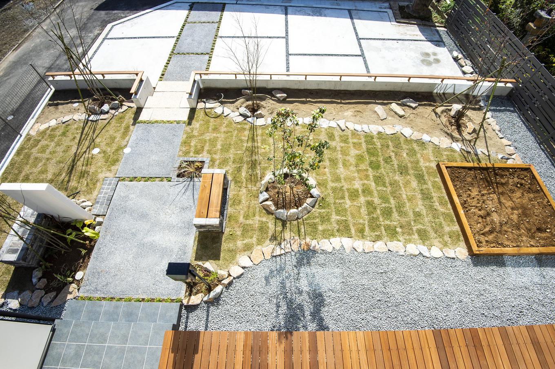あめみや工務店【デザイン住宅、省エネ、インテリア】玄関までのアプローチや、芝生、家庭菜園など、施主の希望を見事に実現