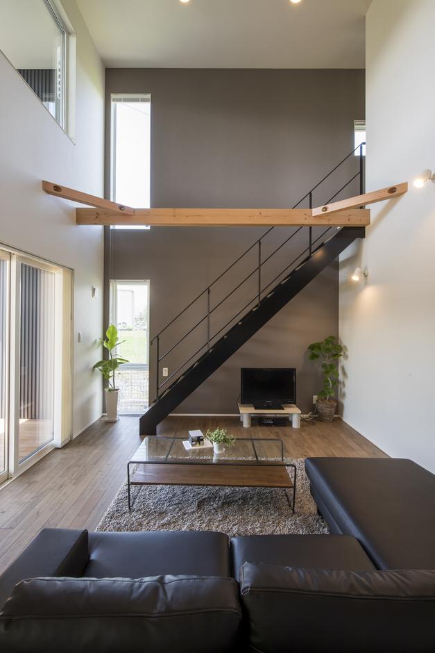 あめみや工務店【デザイン住宅、省エネ、インテリア】鉄骨階段は、インテリアとしても映える。大人の落ち着いた空間に