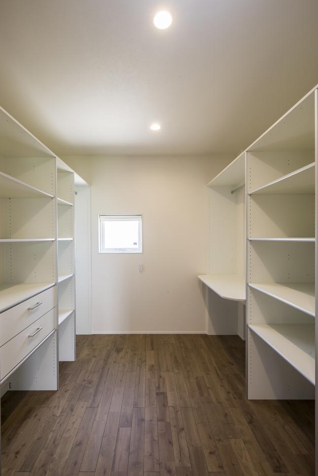 あめみや工務店【デザイン住宅、省エネ、インテリア】たっぷりの収納スペース。まとめることで片付けの時間短縮を