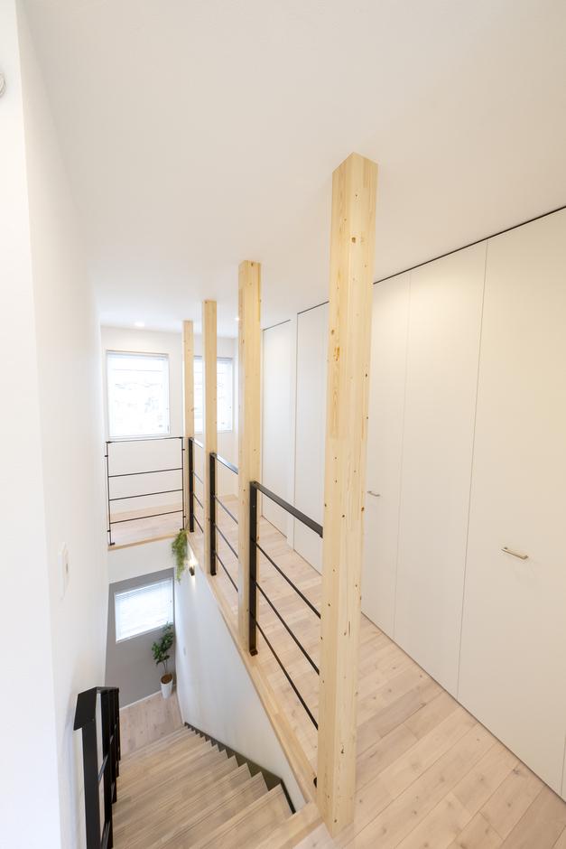 あめみや工務店【1000万円台】物干しスペースのある2階ホールは収納と隣接。片付けがラク