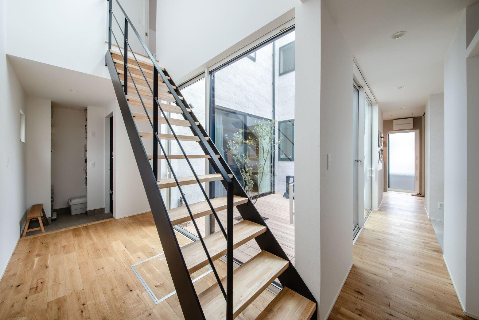 S.CONNECT(エスコネクト)【デザイン住宅、間取り、建築家】家の中心に中庭を設けることで、どこにいても家族の気配をほどよく感じることができる