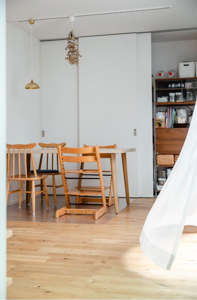 S.CONNECT(エスコネクト)【デザイン住宅、間取り、建築家】中庭を中心に家の中をぐるぐる回れるので、子どもたちはいつも元気に走り回って遊んでいる。コロナ禍のストレスも家の中で発散できるのは、一戸建ての醍醐味だ