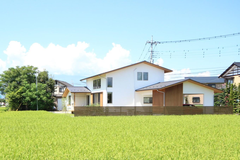 KESHIKI YAMANASHI【収納力、間取り、ガレージ】たっぷりの自然光を取り込み、風景に調和する佇まいの美しい住まい