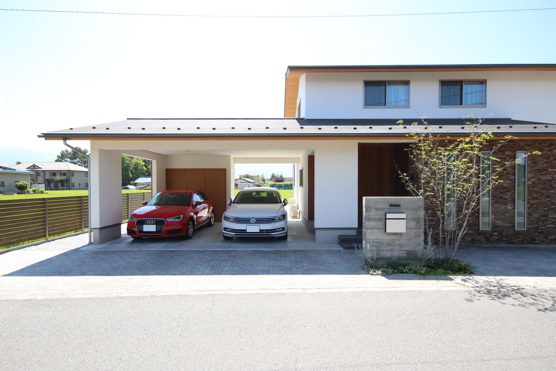 KESHIKI YAMANASHI【収納力、間取り、ガレージ】敷地の形状や周囲の景色(KESHII)を活かし、広い空間をデザイン。ガレージを含めた外観はMさんのお気に入り