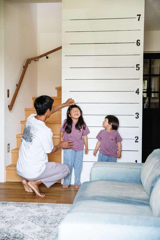 CLASSICA HOME/クラシカホーム【デザイン住宅、子育て、自然素材】サーフボードのフィートを測るための壁は、子どもたちの成長も記録できる