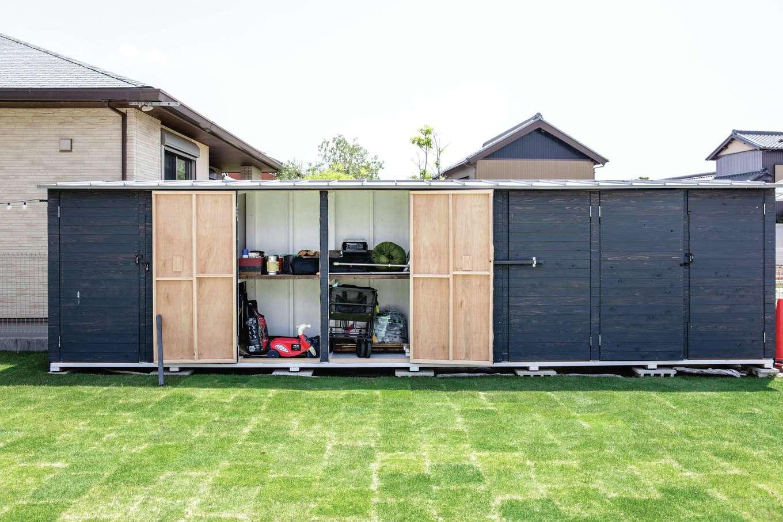 CLASSICA HOME/クラシカホーム【デザイン住宅、子育て、自然素材】サーフィンから帰ってきて、外からボードを収納できるアウトドアストッカー。もちろん室内からもアクセスできる