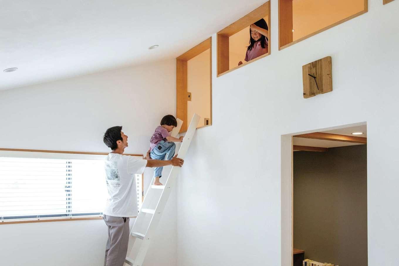 CLASSICA HOME/クラシカホーム【デザイン住宅、子育て、自然素材】主寝室内にはロフトと書斎を設けた。現在は、子どもたちの秘密基地になっている