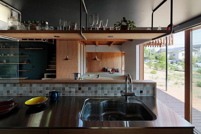 巧光建設【子育て、間取り、インテリア】カナダのカントリーサイドを思わせるようなデザインキッチン。ここで、日々の団らんを