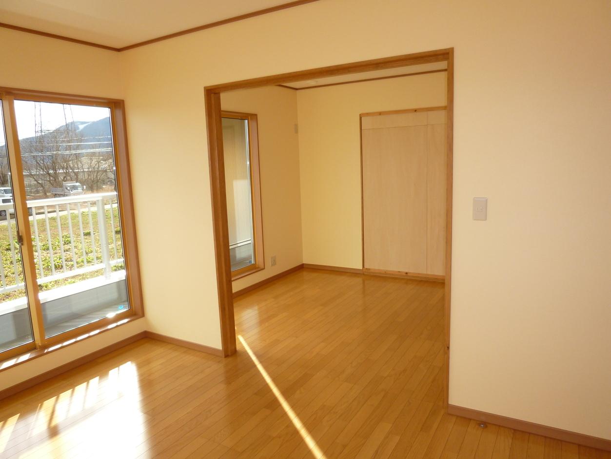 志村建設【デザイン住宅、省エネ】2階の子ども部屋は、成長に合わせて間仕切りを設置するなど可変性を持たせた空間に