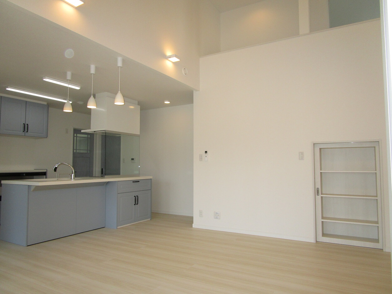 志村建設【1000万円台、デザイン住宅、子育て】壁にはエコカラットを。デザイン性に優れている一方、空気質の改善も期待できる