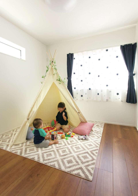 2階の子ども部屋も、24時間換気システムのおかげで快適に過ごせる。収納もたっぷりで使い勝手がいい