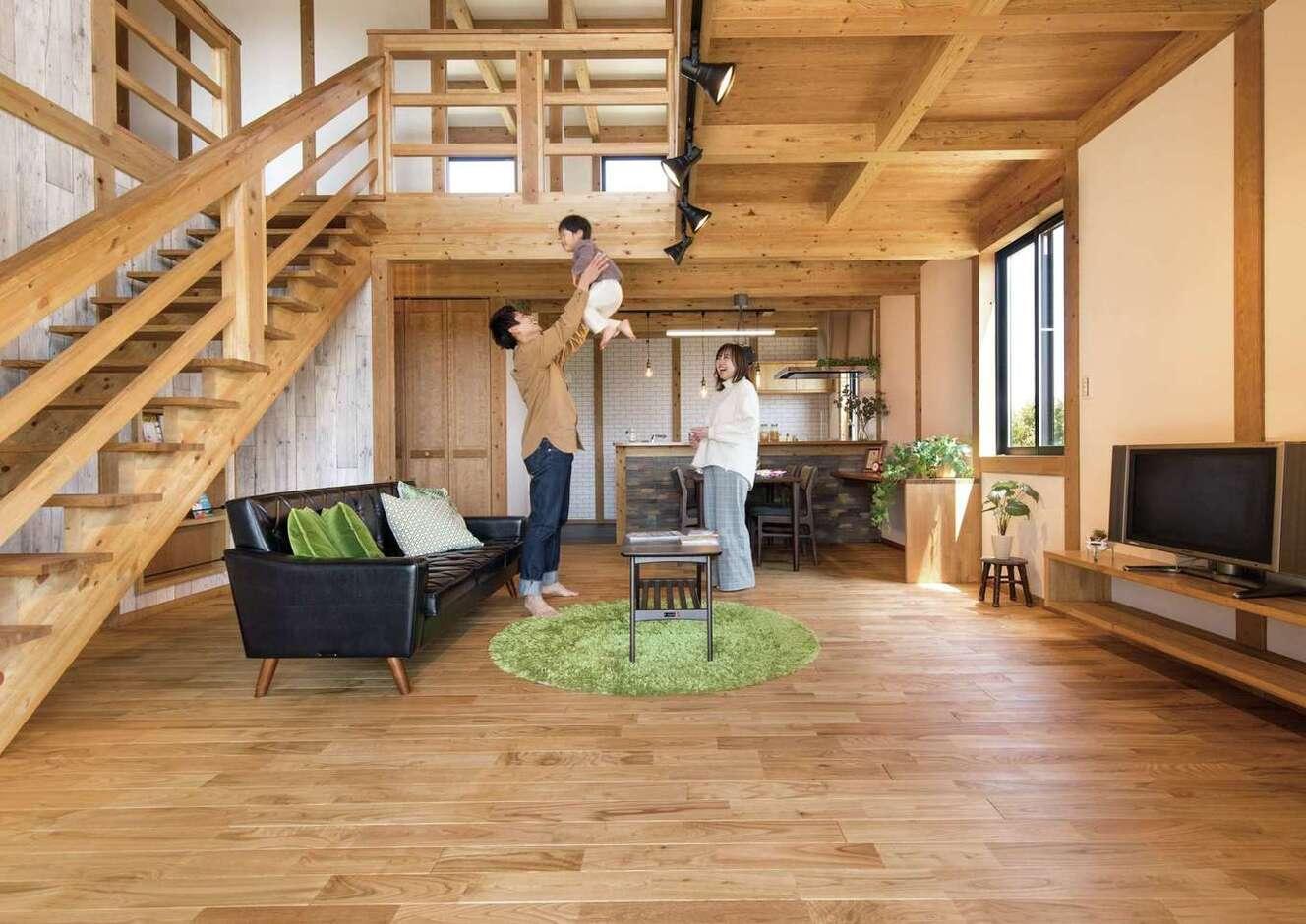 サイエンスホーム甲府店・笛吹店【1000万円台、デザイン住宅、省エネ】柱と梁を現しにした真壁づくりのLDKは22畳。天然木をふんだんに使ったナチュラルな空間は、五感を癒してくれる