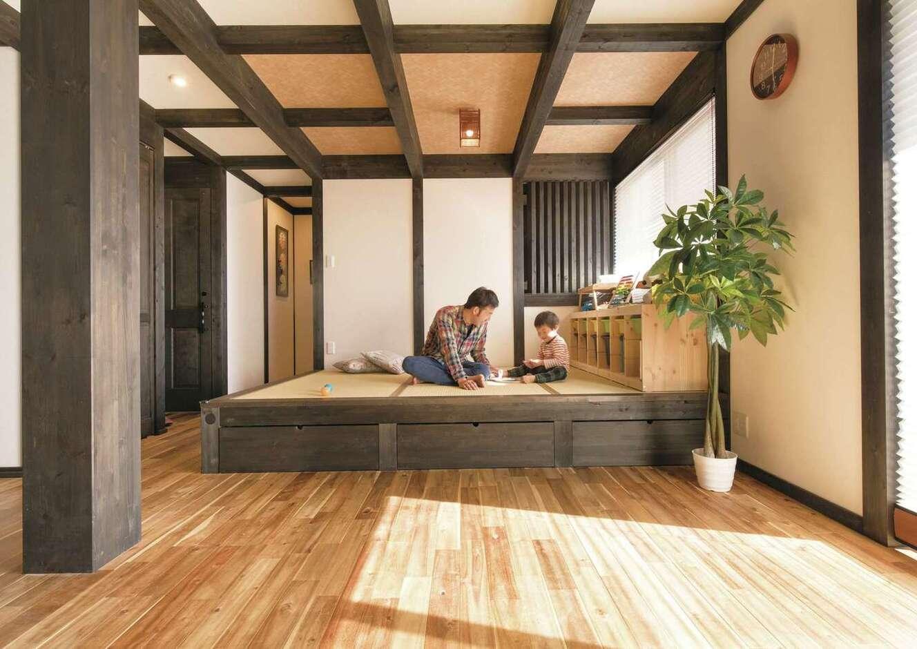 サイエンスホーム甲府店・笛吹店【デザイン住宅、自然素材、間取り】小上がりの畳コーナー。子どもと遊んだり、お昼寝させたり、多用途に使えて便利。畳の下は収納スペース