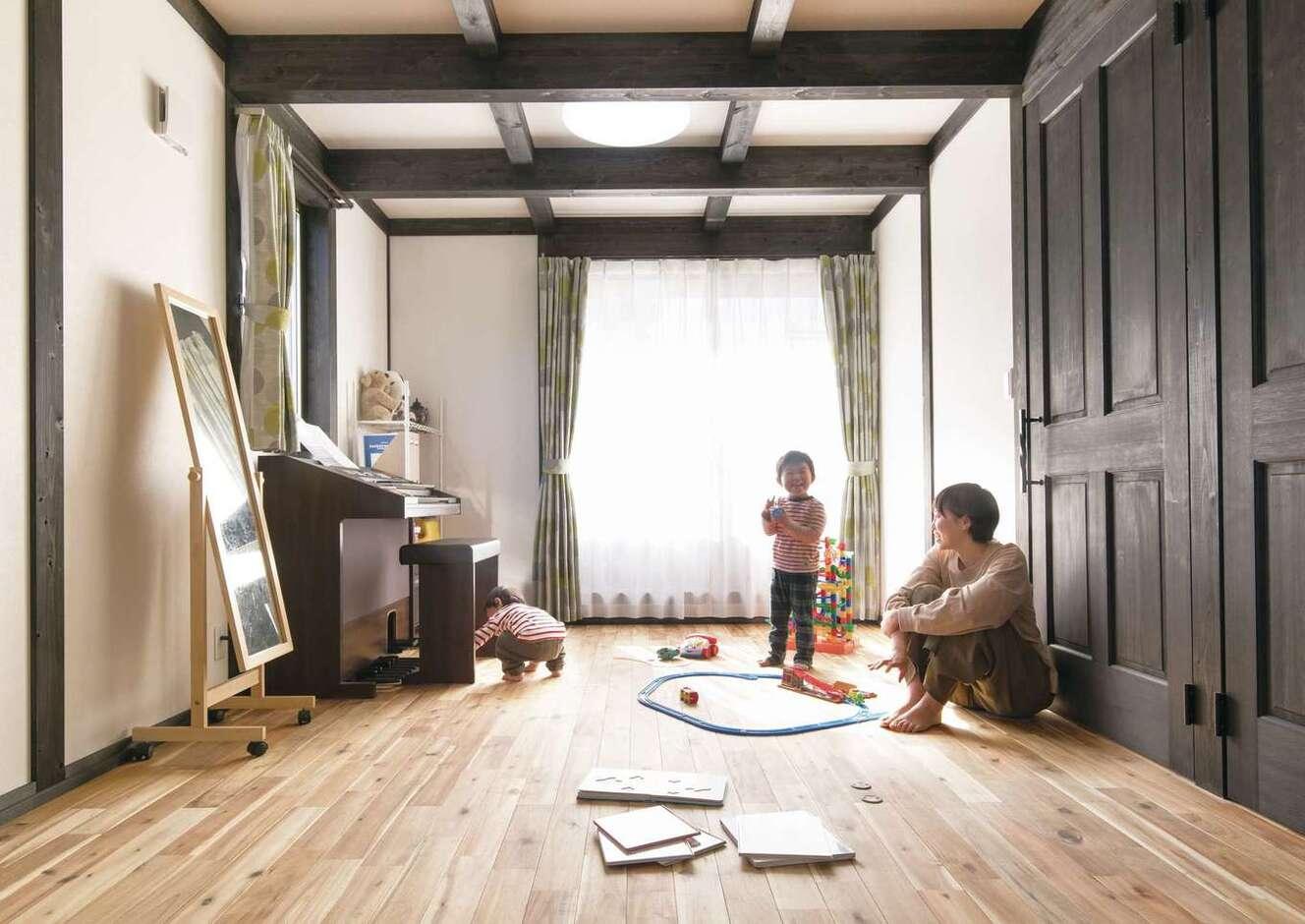 サイエンスホーム甲府店・笛吹店【デザイン住宅、自然素材、間取り】日当たりのいい子ども部屋。木の香りに包まれてすくすく育ちそう