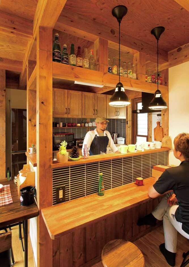 サイエンスホーム甲府店・笛吹店【デザイン住宅、ペット、ガレージ】コーヒーを淹れるのが趣味のご主人は、休日に友人を招いてカフェスペースに