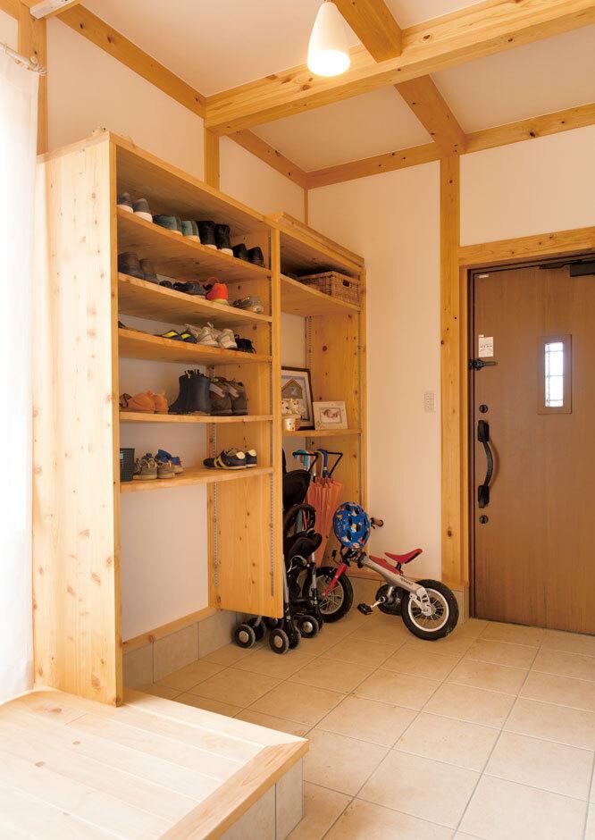 サイエンスホーム甲府店・笛吹店【1000万円台、自然素材、平屋】大容量の土間収納。収納棚もひのきで造作