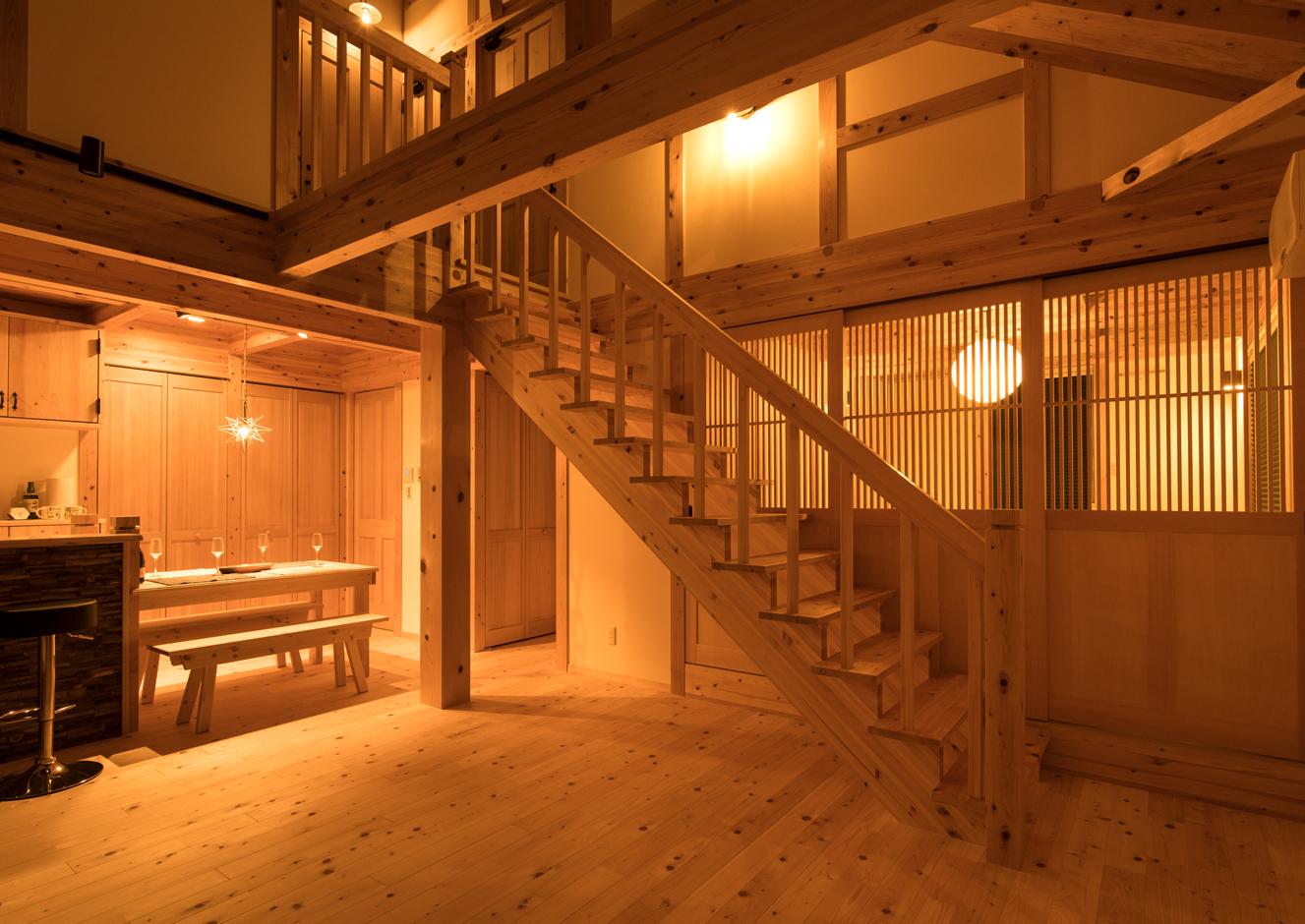 サイエンスホーム甲府店・笛吹店【笛吹市石和町下平井1263・モデルハウス】吹き抜けのLDKは、木の香りに満ち、まるで森の中にいるような心地よさ