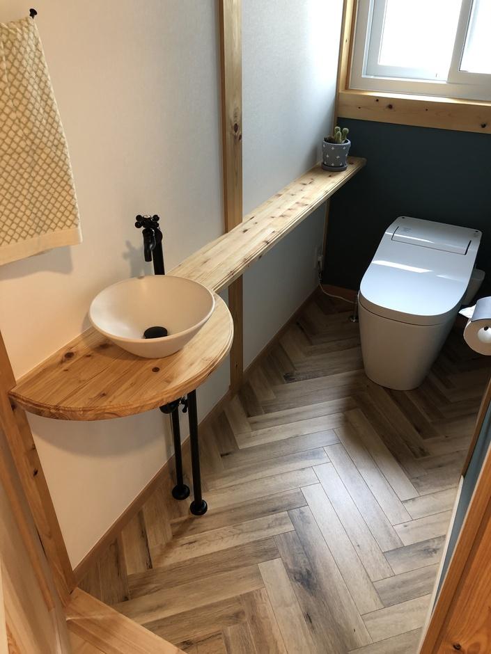 サイエンスホーム甲府店・笛吹店【笛吹市石和町下平井1263・モデルハウス】トイレには造作の手洗い場を設置
