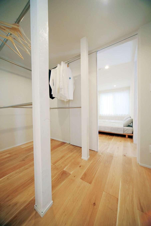 エコフィールド|1階にファミリークローゼットを配置。衣類の移動の負担が軽減される