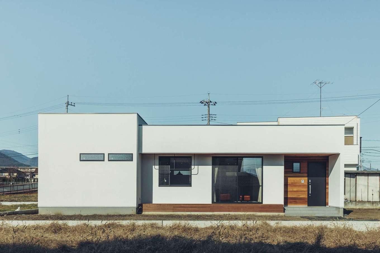 ienowa【1000万円台】ホワイトを基調としたシンプルなスクエアフォルムながら、印象に残る平屋