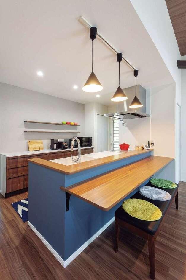 Nhouse【1000万円台、省エネ、間取り】キッチンはカウンター付きでカフェ風に。料理を作りながら家族との会話も楽しめる