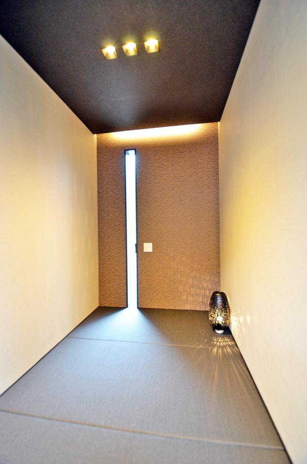おしゃれな居酒屋の個室をイメージされた和室。ご主人が仲の良い友人たちと一献交わしながら過ごすスタイリッシュで上品な趣の空間