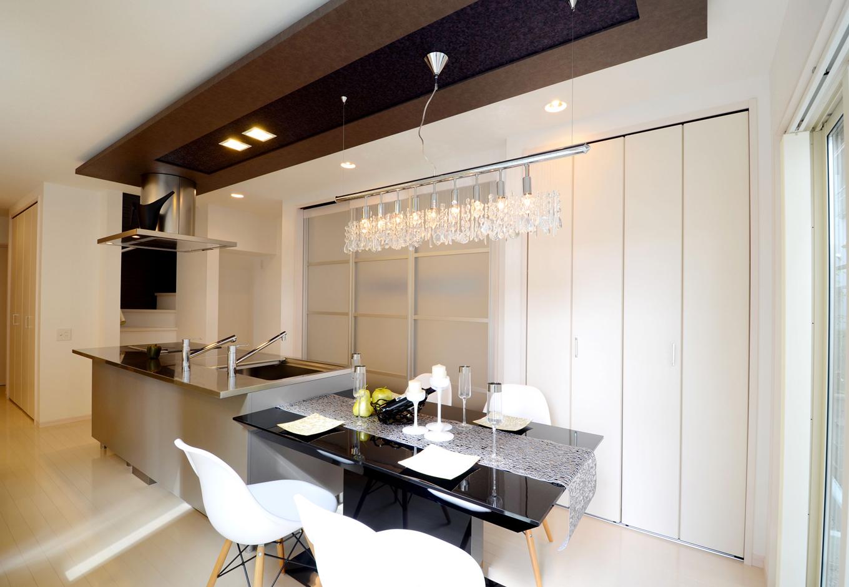 キッチンに立つ奥さんから、LDK全体を見渡せる空間設計
