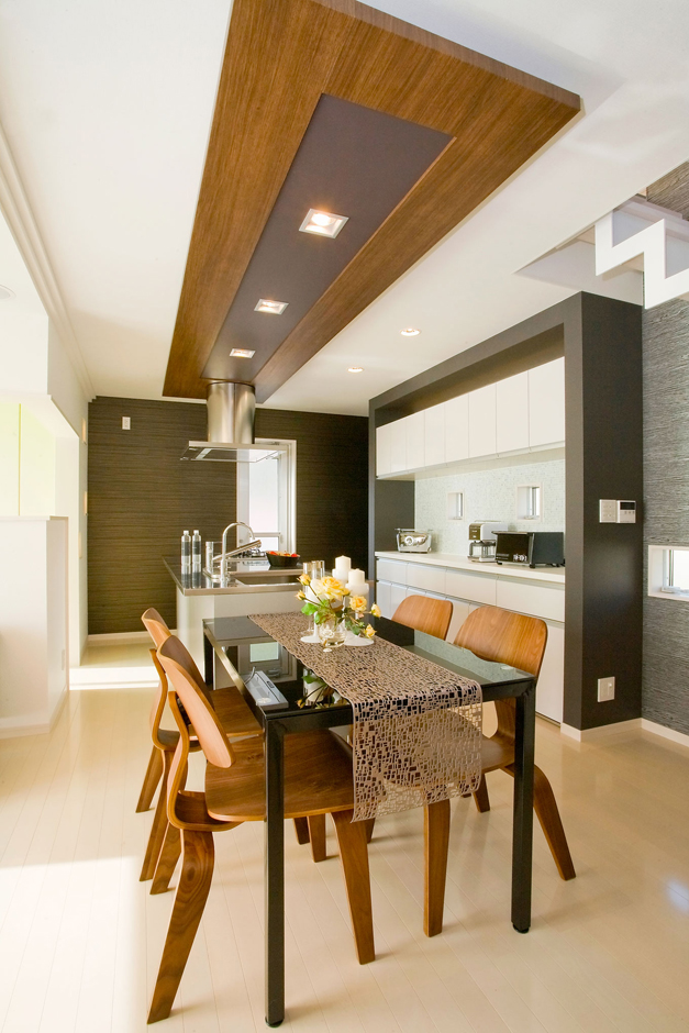 奥さんの家事負担を軽減する、らくらく動線&たっぷり収納のアイランド型キッチン