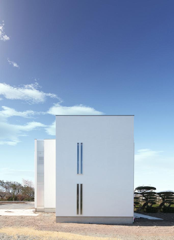 縦にも横にも開放的な塔のあるデザイナーズハウス