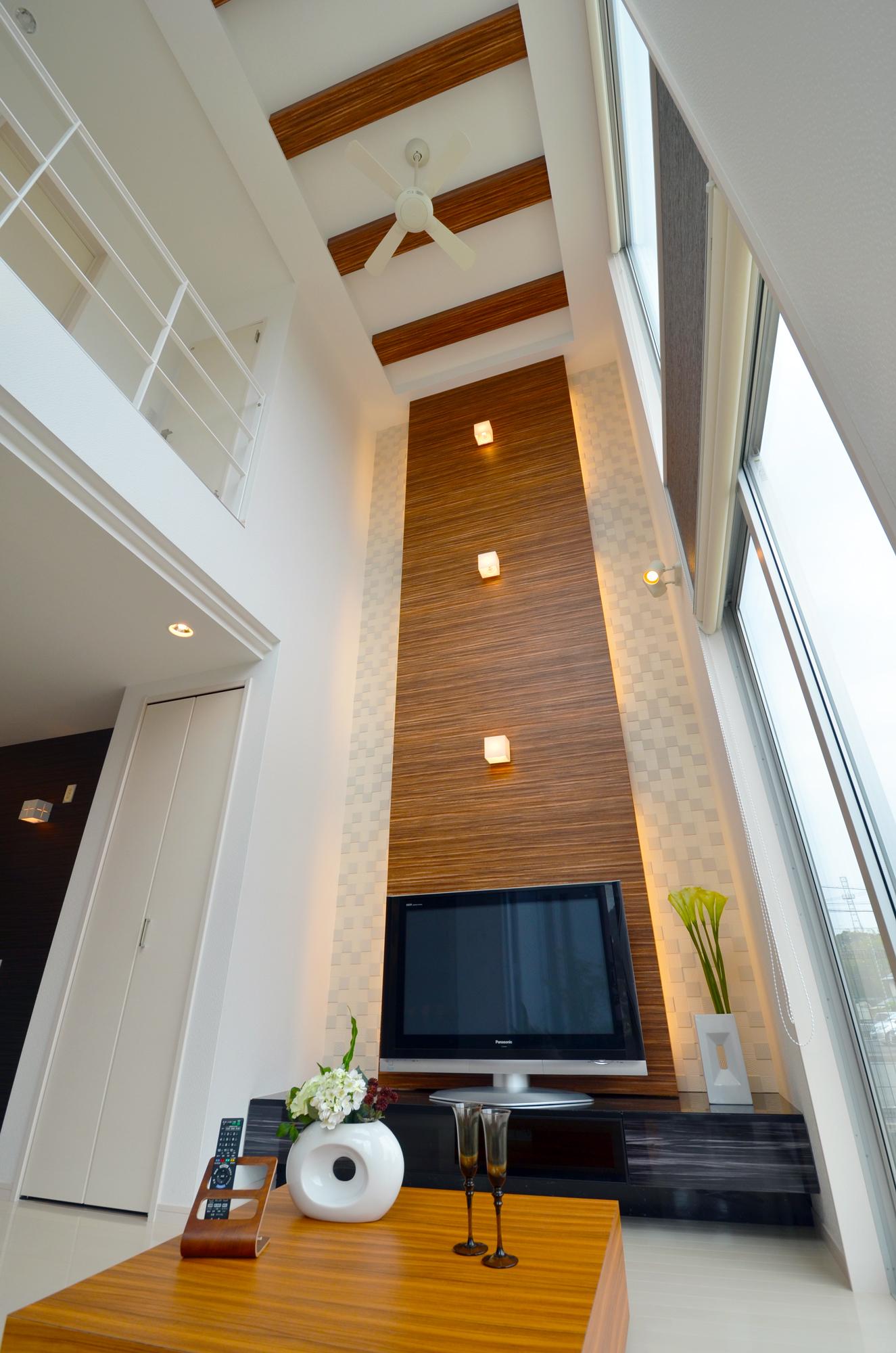 吹抜けで繋がる家族の絆!空間設計に技ありのデザイナーズハウス